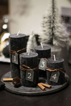 34 Moody And Dark Christmas Décor Ideas - DigsDigs Black Christmas, Minimal Christmas, Christmas Mood, Noel Christmas, Modern Christmas, Scandinavian Christmas, Christmas Countdown, Deco Table Noel, Advent Candles