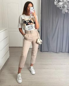 casual date outfit Basic Outfits, Casual Dress Outfits, Women's Summer Fashion, Autumn Fashion, Look Office, Office Looks, Tie Blouse, Women's Fashion Dresses, Casual Chic