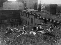 1926 Mit Radio auf einer Berliner Dachwiese