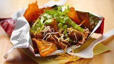 TACO IN A BAG! QUICK LUNCH Need a fun snack or light meal idea? Enjoy these Mexican-style microwaved ground beef and cheese blend topped nacho-flavored tortilla chips. Taco In A Bag, Mexican Dishes, Mexican Food Recipes, Dinner Recipes, Ethnic Recipes, Party Recipes, Dinner Ideas, Mexican Cheese, Easter Recipes