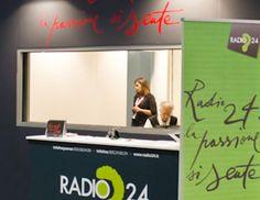 RADIO 24  (20/01/2011)  RADIO UFFICIALE DEL SALONE DEL LIBRO DI TORINO  É diventato un appuntamento annuale. Radio 24, per 4 giorni, va in diretta dal Salone del Libro con le sue trasmissioni più seguite. Carmi e Ubertis personalizza lo stand e lo spazio da cui il pubblico può assistere ai programmi. Realizza gadget e materiale promozionale. Si occupa dell'advertising.