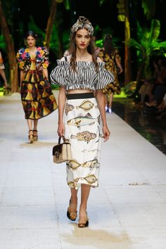 Dolce & Gabbana Summer 2017 Women Fashion Show | Dolce & Gabbana