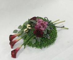 Stroik the basement - Basement White Floral Arrangements, Floral Centerpieces, Flower Arrangements, Memorial Flowers, Funeral Flowers, Ikebana, Diy And Crafts, Projects To Try, Creations