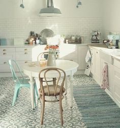 Pastel kitchen accessories and lighting in a white kitchen. Kitchen Interior, New Kitchen, Vintage Kitchen, Kitchen Dining, Country Kitchen, Aqua Kitchen, Minimal Kitchen, Kitchen White, Dining Room