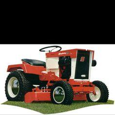 Introducing the 1968 Simplicity Landlord 2110 garden tractor Lawn Tractors, Old Tractors, Simplicity Tractors, Wheel Horse Tractor, Grass Cutter, Allis Chalmers Tractors, Compact Tractors, Antique Tractors, Cool Technology