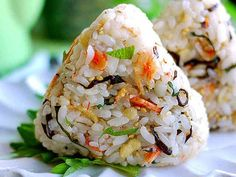 Tempura Crumbs and Sakura Shrimp Rice Balls Recipe by cookpad.japan - Everything About Food Sushi Recipes, Asian Recipes, Cooking Recipes, Ethnic Recipes, Hawaiian Recipes, Onigiri Recipe, Onigirazu, Shrimp And Rice, Thai Cooking