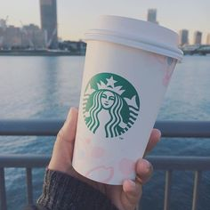 【vivalahighstreet】さんのInstagramをピンしています。 《Looks like #spring is here! 🌸 @starbucks_j is out with there #Sakura cups and drinks☕️ I tried Sakura cream latte but didn't like it much 🙁 #Japan #livingintokyo #picoftheday #dailyfeature #tagsforlikes #vivalahighstreet #coffee #cherryblossom #tokyo #osaka #blogger #foodblogger #coffeetime #cherryblossoms #instafood #foodie #coffeelove #coffeetime #starbucks #tokyoeats #tokyocoffee》