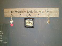 ~Kapstok van steigerhout met tekst~ Shabby Home, Good Thoughts, B & B, Portal, Sweet Home, Home And Garden, Indoor, Diy Crafts, Shelves
