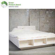 Ein ökologisches Design-Bett zu einem erschwinglichen Preis. Das Design des Bett Luke ist minimalistisch gehalten, mit klaren Linien und Verzicht auf modische Elemente. Das Bett ist multifunktional verwendbar mit einem Regal und variabler Ablage. Unter dem Bett gibt es zusätzlich Stauraum. Durch die abgeschrägten Füße macht es den Eindruck, als würde es schweben. Wir haben versucht den gesamten Produktlebenszyklus des Bettes möglichst nachhaltig zu gestalten.