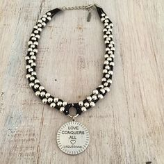 Collar Love Conquers All Leather Jewelry, Boho Jewelry, Jewelery, Jewelry Accessories, Jewelry Necklaces, Beaded Necklace, Jewelry Design, Fashion Jewelry, Leather Bracelets