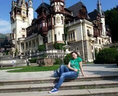 Mini-vacanţă în România: Sinaia şi minunile sale regale Romania, Louvre, Mansions, House Styles, Building, Mini, Travel, Shelf, Viajes
