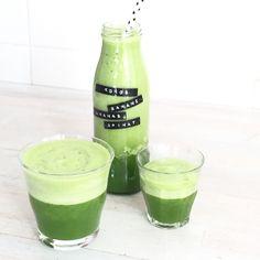 Grüner smoothie mit Kokoswasser, Ananas, Banane und Spinat von elfenkind