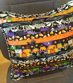 Halloween quilt-as-you-go pillow with custom cording. Easy to make and skeleton fabric glows in the dark! Hand Quilting Patterns, Jelly Roll Quilt Patterns, Quilting Ideas, Quilting Projects, Sewing Projects, Halloween Sewing, Halloween Crafts, Halloween Stuff, Halloween Ideas