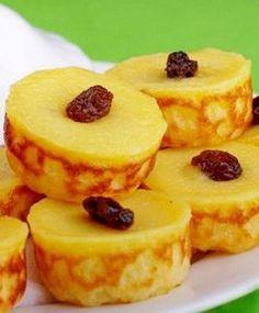 Kue Lumpur - Namanya memang aneh, tapi rasanya sangat enak, kue tradisional yang rasanya variatif sekali digigit ada rasa manis, asin, dan gurih dan teksturnya lembut.