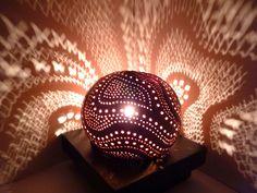 Lampe d'ambiance ethnique en noix de coco sculptée  Vendue sur alittlemarket.com   Sold on alittlemarket.com