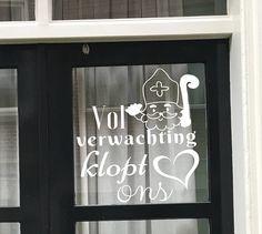 Vol verwachting klopt ons hart.... wie kent dit #Sinterklaas liedje niet! Maak deze #DIY #raamdecoratie met een #krijtstift voor de Sinterklaas met dit direct te downloaden #sjabloon voor een #raamtekening. Te koop in #etsyshop #krijtstifttekening ontwerp door #cecielmaakt
