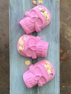 Limited Edition , Pink Skull Bath Bomb with White Rose Petals, Pink Skull Bath Bomb, White  Rose Petals, Skull Bath Bomb, Bath Bomb, Skull Bath Bomb, Pink Skull, Rose Petals, Bath Bombs, White Roses, Coupon, Crafty, Crystals, Awesome