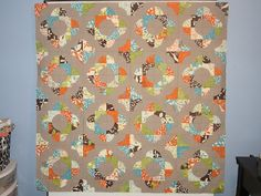 drunkards path quilt- look at the machine quilting on this quilt