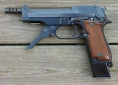 Beretta 93R: http://world.guns.ru/handguns/hg/it/beretta-93r-e.html