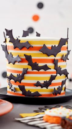 Bolo Halloween, Theme Halloween, Halloween Desserts, Halloween Treats, Cupcakes, Cake Cookies, Cupcake Cakes, Striped Cake, Cake Recipes