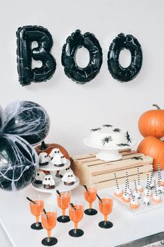 Are you planning to host a Halloween Party this fall? Halloween is such a fun time to host a party for your friends, family, or everyone in the neighborhood! If you're looking for Halloween party ideas and Halloween recipes, this is for you! Happy Halloween, Halloween Birthday, Halloween Party Decor, Holidays Halloween, Halloween Kids, Hallowen Party, Halloween Pumpkins, Halloween Dessert Table, Halloween Desserts