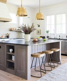 Brown Oak Kitchen Island with Rustic Tripod Stools - Transitional - Kitchen Kitchen With Big Island, Cute Kitchen, Summer Kitchen, New Kitchen, Kitchen Dining, Kitchen Decor, Awesome Kitchen, Vintage Kitchen, Kitchen Storage