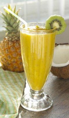 Batido de piña y kiwi |Es un batido diuretico y desintoxicante 1/2 taza de piña cortada en cubos,1 kiwi,1 cucharadita de vainilla, 5oz de leche de coco o almendras, 4 cubos de hielo. Procesa todos los ingredientes y disfruta