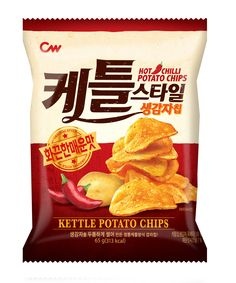 HOT CHILLI POTATO CHIPS www.cwfood.co.kr www.instagram.com/cwfood/ 케틀스타일 화끈한매운맛 Chip Packaging, Packaging Snack, Brand Packaging, Packaging Design, Potato Snacks, Veggie Chips, Food Advertising, Food Labels, Home