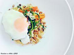 μαυρομάτικα φασόλια με πλιγούρι, σιγοτηγανισμένα αυγά   και τσιγαριστό σταμναγκάθι με λάχανο