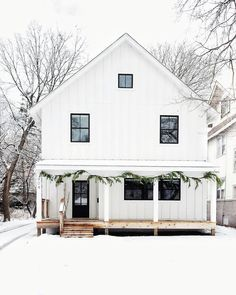 Love this look for a farmhouse, aka Mom's house! With standing seam metal roof, white board and batton siding, black windows. White Farmhouse Exterior, Rustic Farmhouse, Farmhouse Style, Farmhouse Interior, Black Windows, Exterior Design, Future House, Tiny House, House Plans