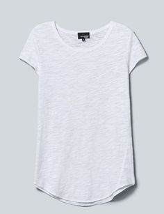 a2a87996a9bfb 13 Perfect White T-Shirts Our Editors Pretty Much Live In Plain White Shirt