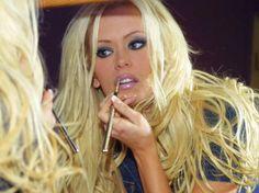 I love watching pretty girls do their makeup