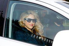 Xis! Shakira é fotografada por paparazzi na saída do hospital - http://metropolitanafm.uol.com.br/novidades/famosos/xis-shakira-e-fotografada-por-paparazzi-na-saida-hospital