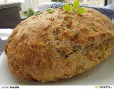 Přesejeme suché přísady do větší mísy. Vetřeme máslo podobně jako na drobenku, pak uděláme uprostřed důlek, přidáme nastrouhané brambory,... Czech Recipes, Croissants, Cheesecake, Food And Drink, Pizza, Baking, Breakfast, Kitchen, Gardening