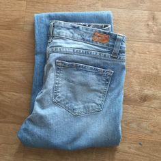 PAIGE HOLLYWOOD HILLS CLASSIC RISE BOOT Light wash, size 29 inseam is 30. Excellent condition! Perfect pair of jeans retails at $169 Paige Jeans Jeans Boot Cut