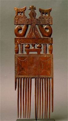 Africa   Comb. Akan/Ashanti people. Ivory Coast/Ghana.   Wood   Image ©Michel Renaudeau