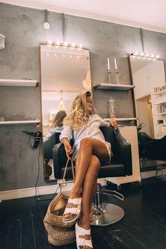 Home Hair Salons, Nail Salon Decor, Beauty Salon Interior, Home Salon, Salon Interior Design, Beauty Room Decor, Beauty Salon Decor, Salon Color Bar, Vintage Hair Salons