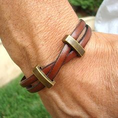 This bracelet can be worn by both men and women. Simple design of tan/brown genuine leather criss-crossed and embellished with decorative brass