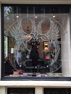 Anna Lindeman Window illustration at Maison Rika, Birds Tea Station, Christmas Window Display, Restaurant Interior Design, Window Art, Pretty Patterns, Decoration, Ramen, Illustration, Chandelier