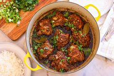 The BEST Filipino Chicken Adobo! It is so simple and easy to make, there is no excuse not to make my Filipino chicken adobo recipe at your home! Filipino Dishes, Filipino Recipes, Asian Recipes, Oriental Recipes, Biko Recipe, Recipe Recipe, Bulgogi Recipe, Making Fried Rice, Fiestas