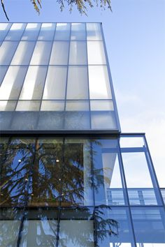Henry Madden Library, California State University at Fresno Glass Building, Glass Photography, Glass Facades, Library Design, Grand Staircase, Rural Area, Affordable Housing, Facade Design, Diffused Light