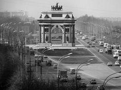 Triumphal Gate on Kutuzovsky prospekt in Moscow, 1974 | PHOTO by Viktor Koshevoi / TASS