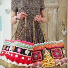 Goedemorgen! Straks even boodschappen doen, en best fijn dat die lelijke plastic tasjes tegenwoordig niet meer mogen ;). #goodmorning #crochetday #crochetdesign #happycollors #spanishlove #spanishstyle #uncinetto #eigenontwerp