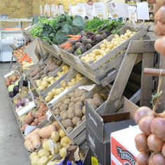 Photo's from Linkshelving installations: Farm shop & deli, Cookshop & interiors, Gift shops, Bakery & fruit & Veg, Grocers & local stores. Farmers Market Display, Farmers Market Recipes, Vegetable Shop, Vegetable Stand, Produce Displays, Container Shop, Farm Store, Gift Shops, Fruit Shop