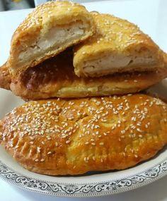 Τυρόπιτες Κουρού!!!! ~ ΜΑΓΕΙΡΙΚΗ ΚΑΙ ΣΥΝΤΑΓΕΣ 2 Cookbook Recipes, Cooking Recipes, Bagel, Hamburger, Bread, Food, Chef Recipes, Brot, Essen