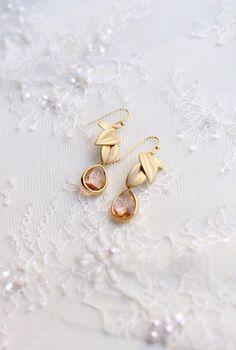 Wedding earrings - Earrings with leaves - Gold bridal earrings - Wedding jewelry - Floral earrings