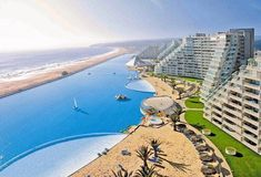 San Alfonso del Mar - CHILE The world's largest swimming pool in the world! South American resort of San Alfonso del Mar in Chile, this artificial lagoon and swimming pool is eight hectareas in size and contains an incredible cubic meters of water. Amazing Swimming Pools, Outdoor Swimming Pool, Oasis Swimming, Awesome Pools, Ubud, Hotels In Bali, Dream Vacations, Vacation Spots, Beautiful Hotels