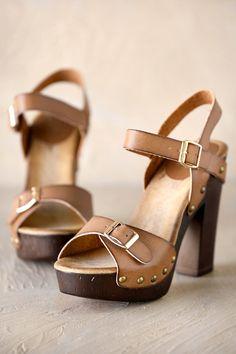 bd88e8e6510 WOMEN S SIZING - Sizes 7-10 SHOE DETAILS - Heel 4.75