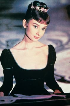 "missingaudrey: "" Audrey Hepburn photographed for War and Peace, 1956 "" Audrey Hepburn Outfit, Audrey Hepburn Mode, Audrey Hepburn Photos, Katharine Hepburn, Aubrey Hepburn, Golden Age Of Hollywood, Old Hollywood, Classic Hollywood, Hollywood Icons"