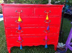 COMODA FRANCESA ROJA 5 CAJONES Painting Furniture, Dresser, Diy Crafts, Antiques, Vintage, Home Decor, Antique Painted Furniture, Old Furniture, House Decorations